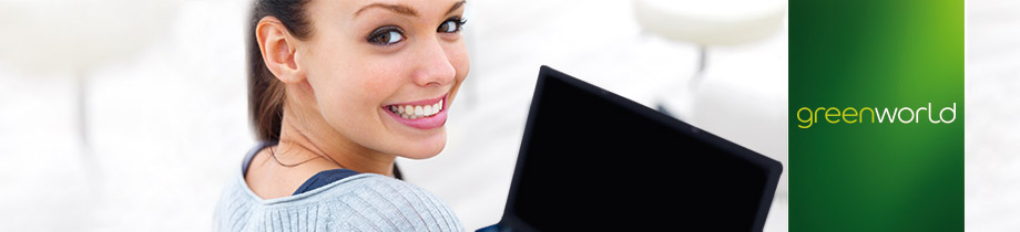 Motiv_NewsletterVersuch-1.jpg (Happy young woman using laptop)